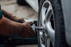 5 Important Steps for Changing a Car Tire